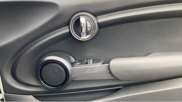 2015 MINI Cooper 3-door Hatch (Silver) - Image: 20