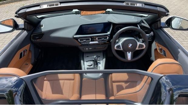 2021 BMW SDrive20i M Sport (White) - Image: 4