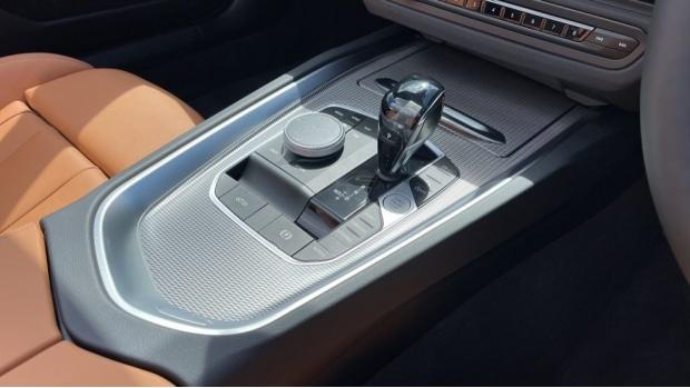 2021 BMW SDrive20i M Sport (White) - Image: 10