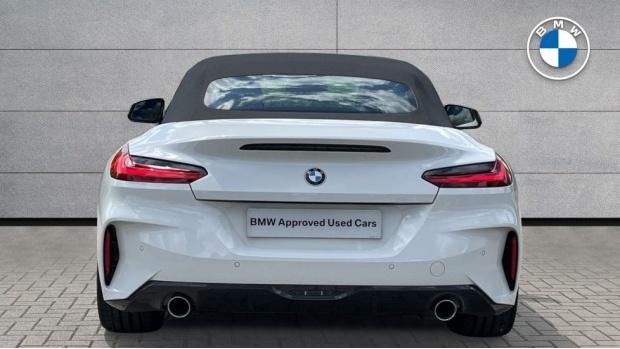 2021 BMW SDrive20i M Sport (White) - Image: 15