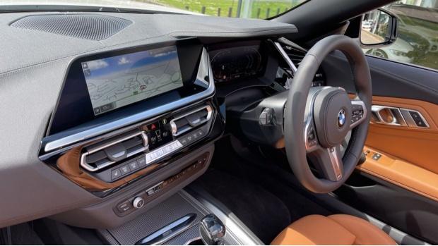 2021 BMW SDrive20i M Sport (White) - Image: 27