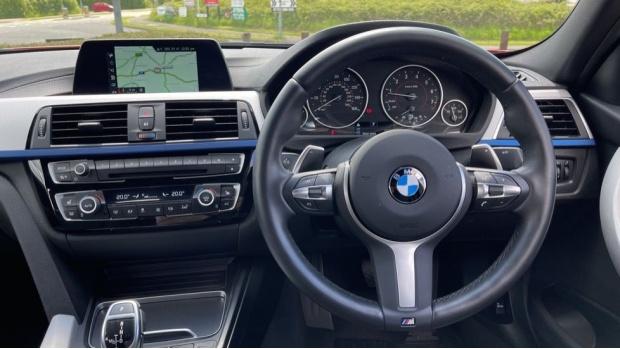 2019 BMW 320i M Sport Saloon (Red) - Image: 5