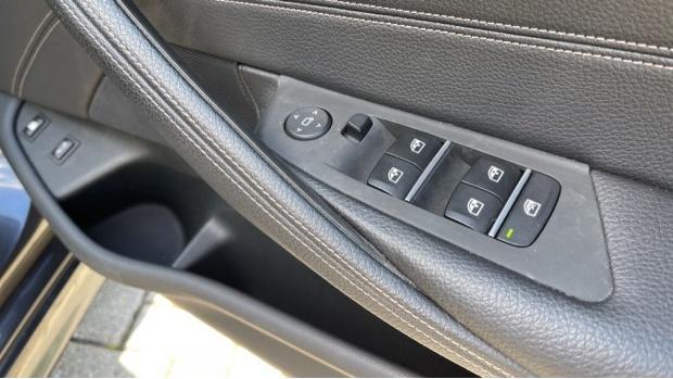 2018 BMW 530e M Sport iPerformance Saloon (Grey) - Image: 23
