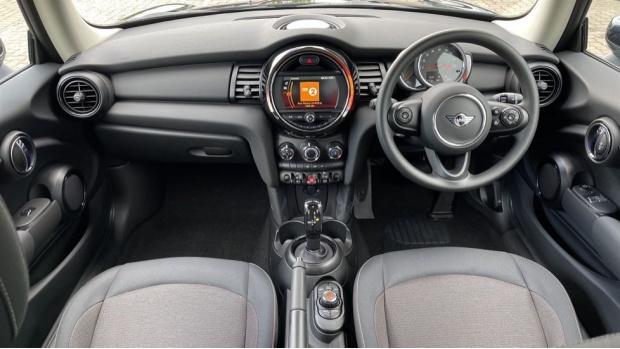2021 MINI 3-door One Classic (Black) - Image: 4