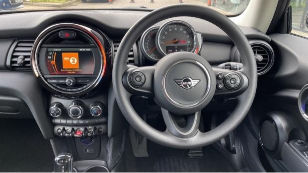 2021 MINI 3-door One Classic (Black) - Image: 5