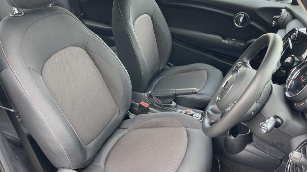2021 MINI 3-door One Classic (Black) - Image: 11