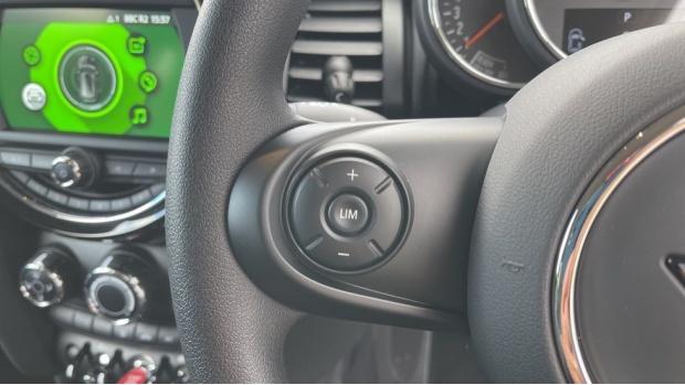 2021 MINI 3-door One Classic (Black) - Image: 17