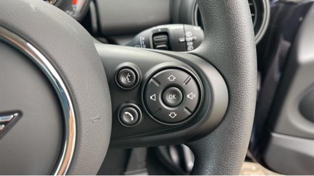 2021 MINI 3-door One Classic (Black) - Image: 18