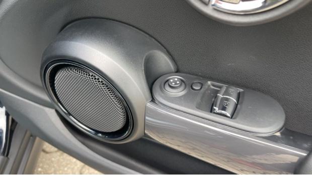 2021 MINI 3-door One Classic (Black) - Image: 27