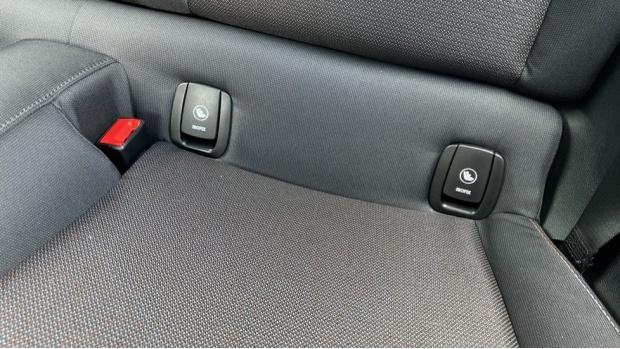 2021 MINI 3-door One Classic (Black) - Image: 31