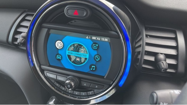 2021 MINI 3-door One Classic (Black) - Image: 39