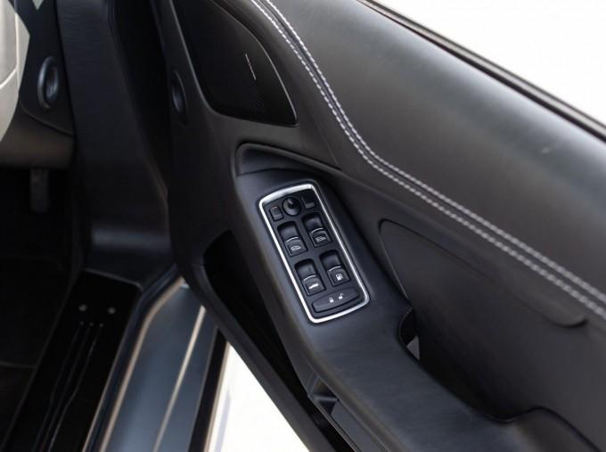 2016 Aston Martin V12 Touchtronic III 2-door (Silver) - Image: 16