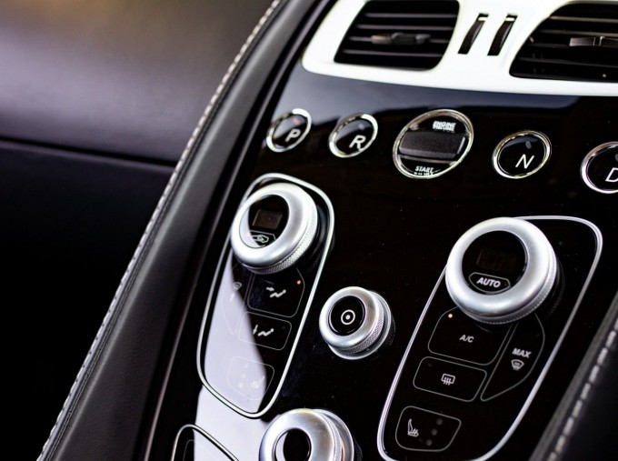2016 Aston Martin V12 Touchtronic III 2-door (Silver) - Image: 18