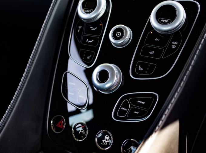 2016 Aston Martin V12 Touchtronic III 2-door (Silver) - Image: 20