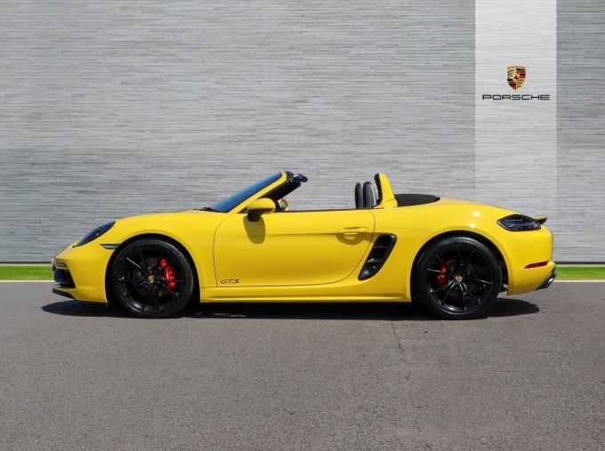 2018 Porsche GTS PDK 2-door (Yellow) - Image: 6
