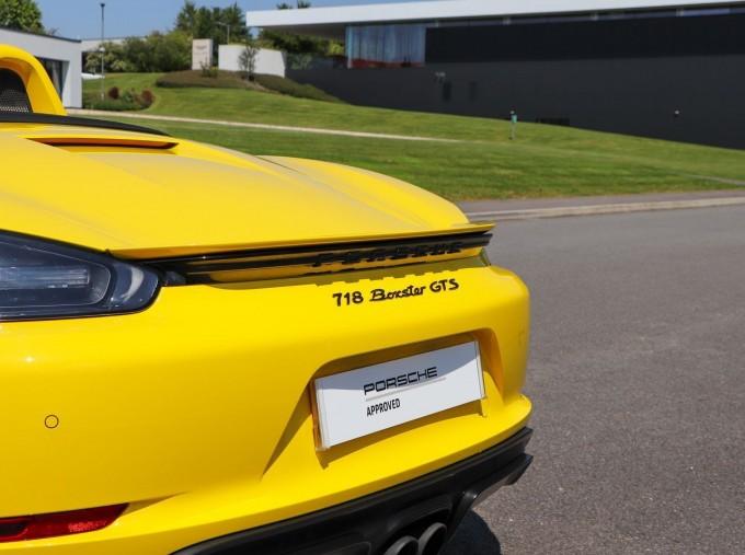 2018 Porsche GTS PDK 2-door (Yellow) - Image: 11