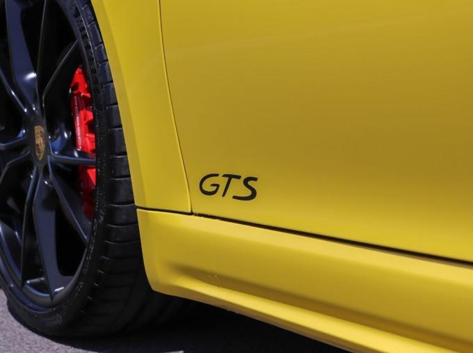 2018 Porsche GTS PDK 2-door (Yellow) - Image: 26