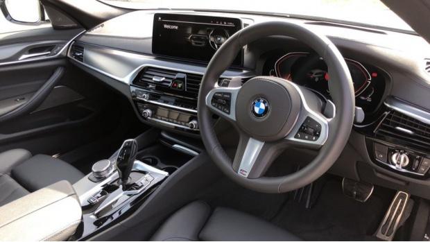 2021 BMW 520d M Sport Touring (White) - Image: 6