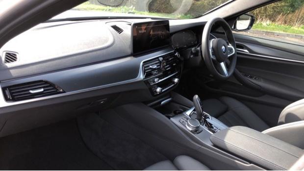 2021 BMW 520d M Sport Touring (White) - Image: 7