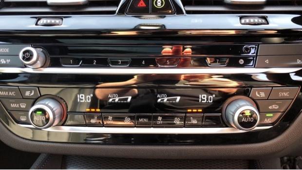 2021 BMW 520d M Sport Touring (White) - Image: 23
