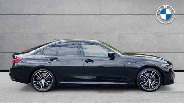 2021 BMW 320i xDrive M Sport Saloon (Black) - Image: 3