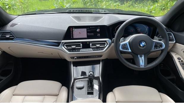 2021 BMW 320i xDrive M Sport Saloon (Black) - Image: 4