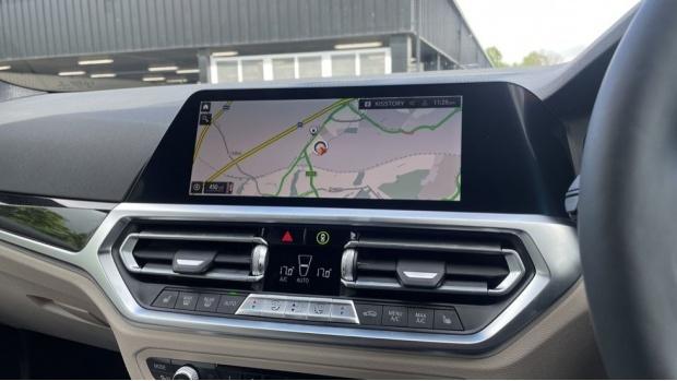2021 BMW 320i xDrive M Sport Saloon (Black) - Image: 21