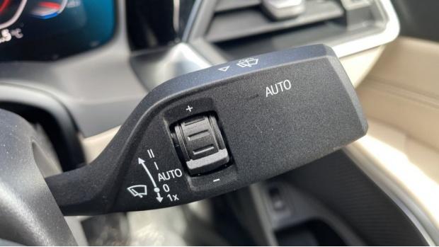 2021 BMW 320i xDrive M Sport Saloon (Black) - Image: 24