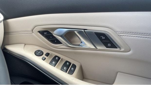 2021 BMW 320i xDrive M Sport Saloon (Black) - Image: 25