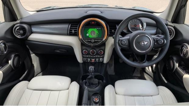 2018 MINI 5-door Cooper (Green) - Image: 4