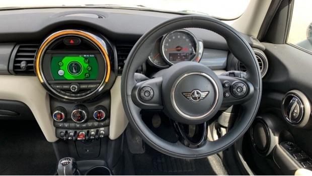 2018 MINI 5-door Cooper (Green) - Image: 5