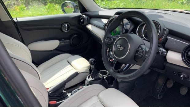 2018 MINI 5-door Cooper (Green) - Image: 6