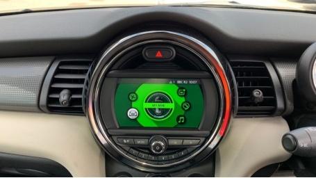 2018 MINI 5-door Cooper (Green) - Image: 8