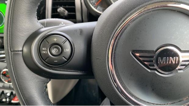 2018 MINI 5-door Cooper (Green) - Image: 17