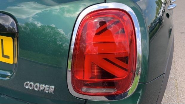 2018 MINI 5-door Cooper (Green) - Image: 21