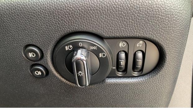 2018 MINI 5-door Cooper (Green) - Image: 27