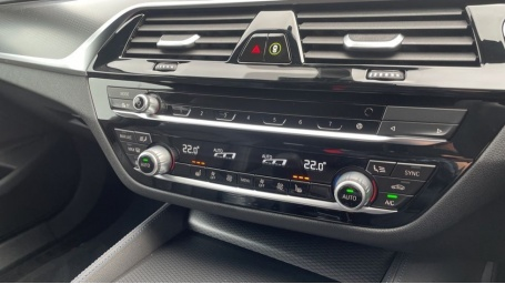 2021 BMW 520d M Sport Touring (Grey) - Image: 24