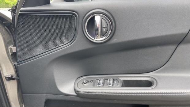 2019 MINI Cooper D Classic (Silver) - Image: 20