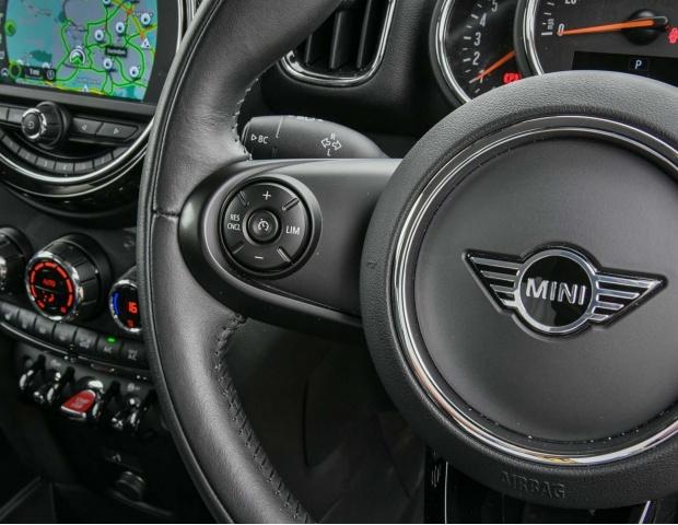 2019 MINI Cooper D Classic (Silver) - Image: 41
