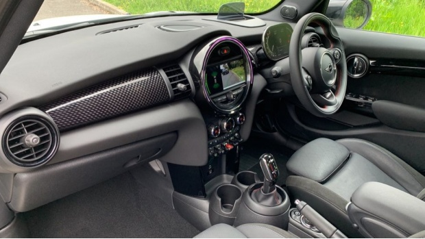 2020 MINI 5-door Cooper S Sport (White) - Image: 7