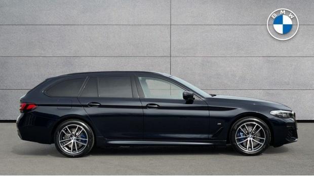 2021 BMW 530e M Sport Touring (Black) - Image: 3