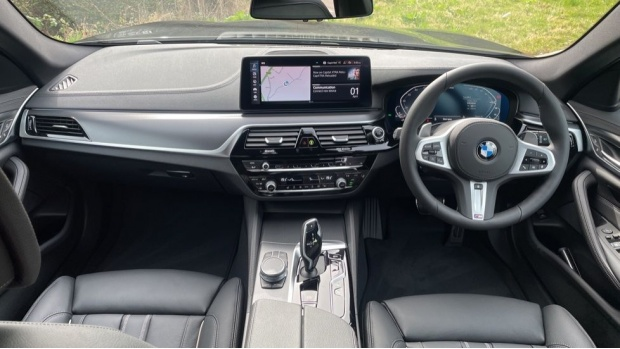 2021 BMW 530e M Sport Touring (Black) - Image: 4