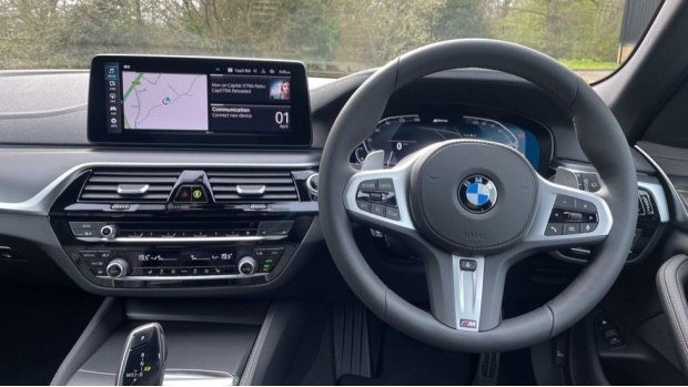 2021 BMW 530e M Sport Touring (Black) - Image: 5