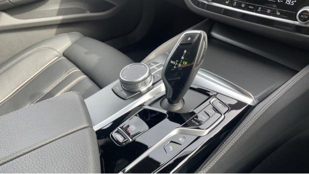 2021 BMW 530e M Sport Touring (Black) - Image: 10