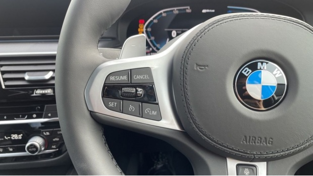 2021 BMW 530e M Sport Touring (Black) - Image: 17