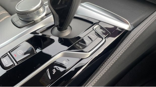 2021 BMW 530e M Sport Touring (Black) - Image: 19
