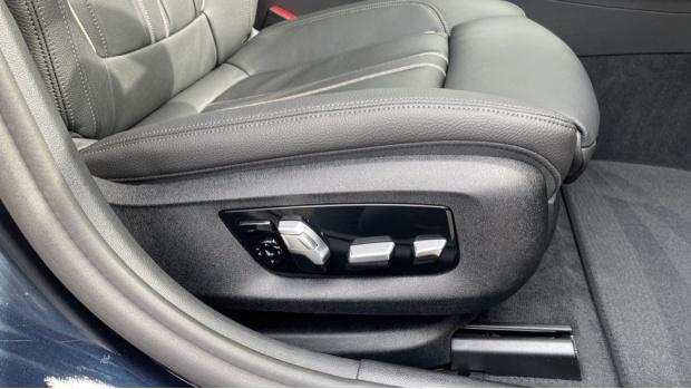 2021 BMW 530e M Sport Touring (Black) - Image: 24
