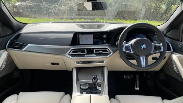 2021 BMW XDrive40d M Sport (Black) - Image: 4