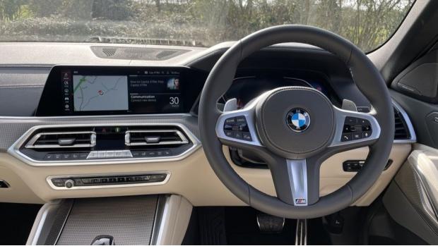 2021 BMW XDrive40d M Sport (Black) - Image: 5