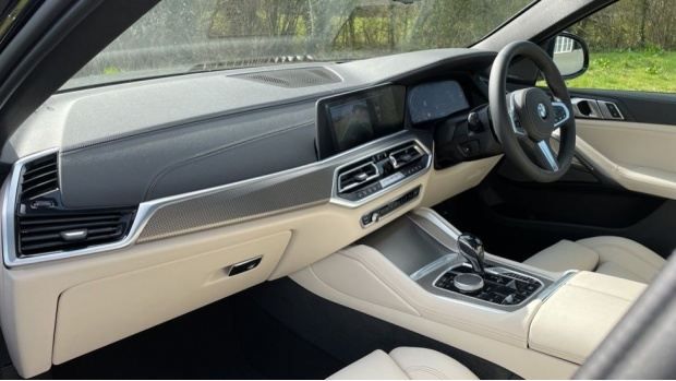 2021 BMW XDrive40d M Sport (Black) - Image: 7